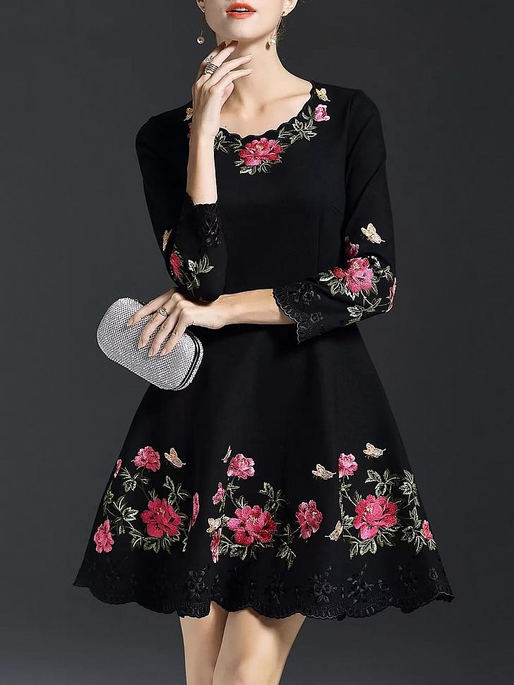 Вышитое платье с цветами
