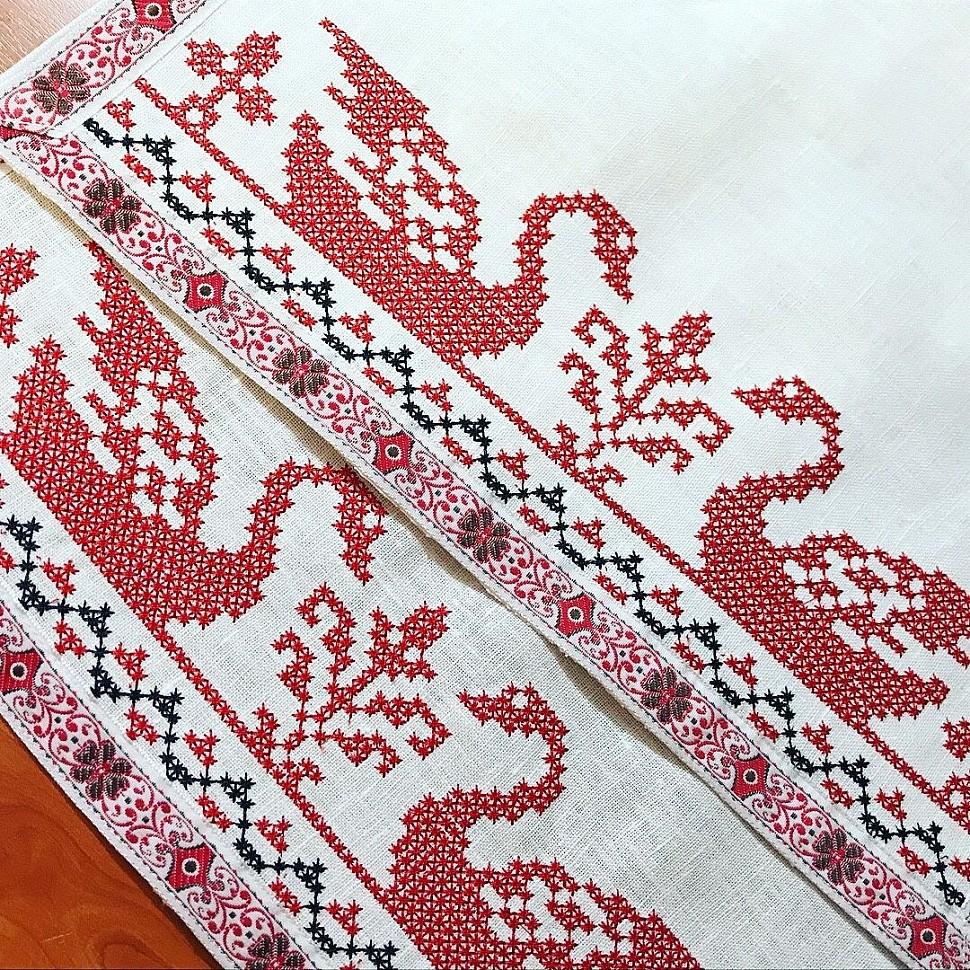 Полотенце с вышитым орнаментом